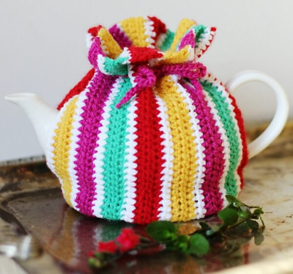 Striped Tea Cosy with Drawstring Top   Share a Pattern