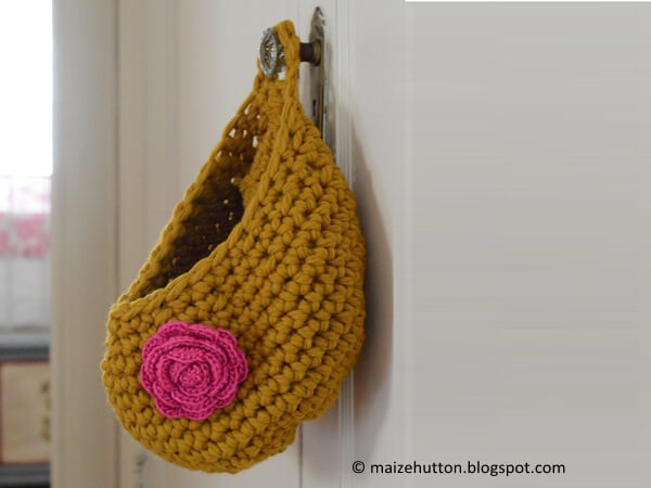 A Chunky Crocheted Hanging Bag