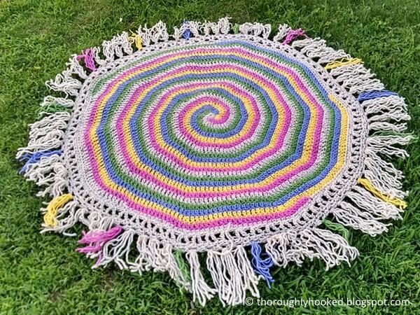 5 Spiral Throw Rug