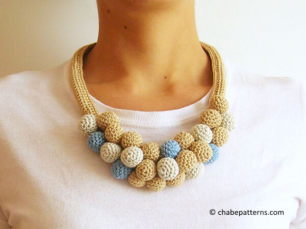 Crochet beads' necklace