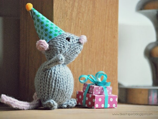 Marisol the Knitted Mouse