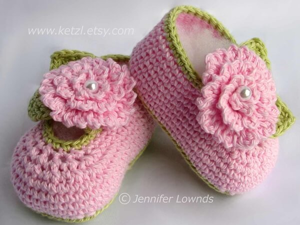 Baby booties with flowers