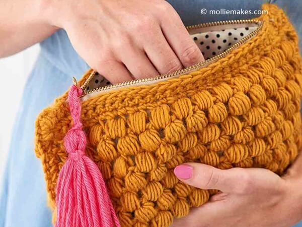 Crochet a clutch bag
