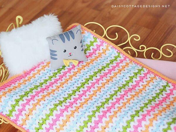 Pretty V-Stitch Blanket