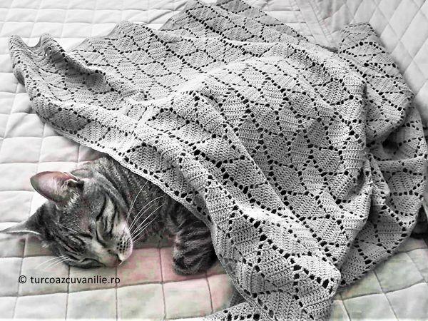Crochet leafy baby blanket
