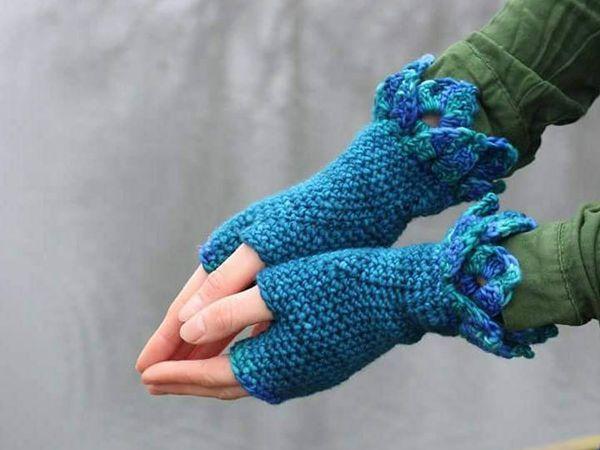 Dragon Scale Crochet Gloves