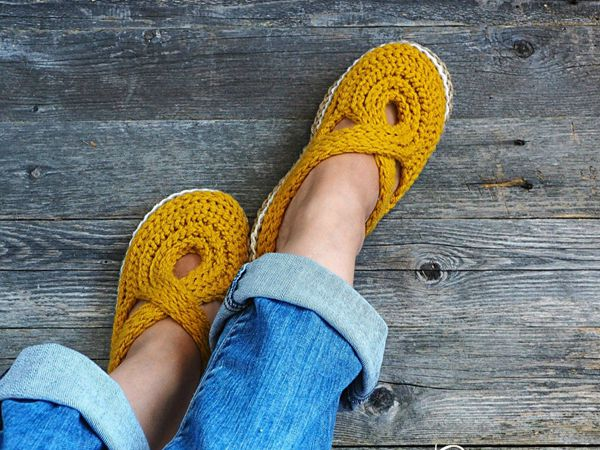 Women Twisted Strap Slippers