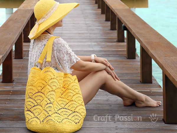 Giant Shell Stitch Beach Tote