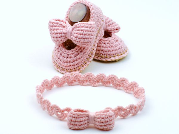 Baby Shoes with Bows Crochet Pattern