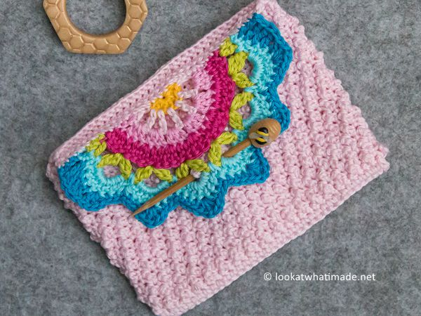 crochet A Touch of Colour Clutch free pattern