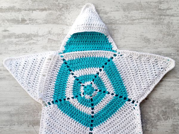 crochet Baby Star Blanket Wrap Cozy free pattern
