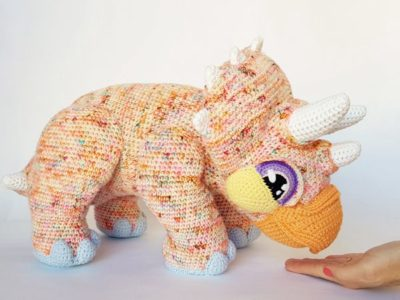 crochet Gravity the Triceratops free pattern