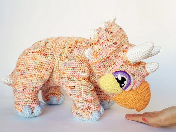 crochet Gravity the Triceratops free pattern