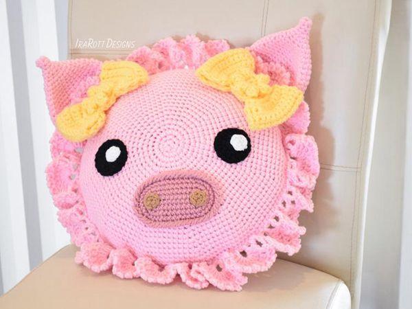 crochet Pinky The Piggy Pillow pattern
