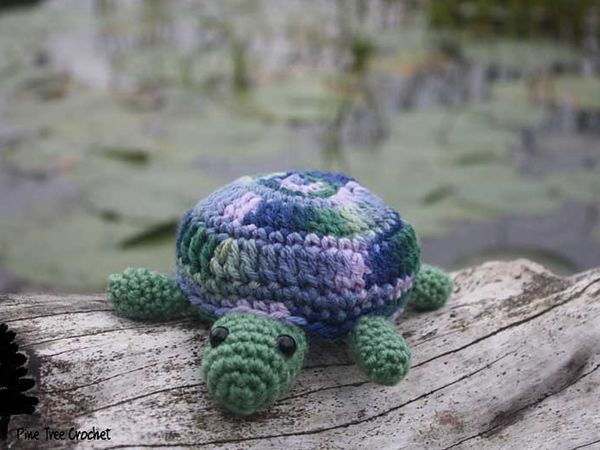 crochet Tammy the Turtle amigurumi free pattern