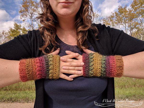 crochet The Bauble Fingerless Gloves free pattern