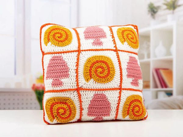 crochet Seashell Blanket Cushion pattern