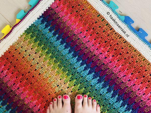 crochet Big Larksfoot Rainbow Blanket free pattern