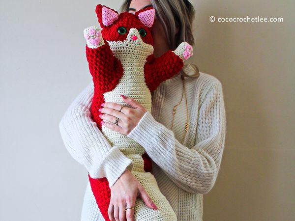 crochet Valentine Kitty Pillow free pattern