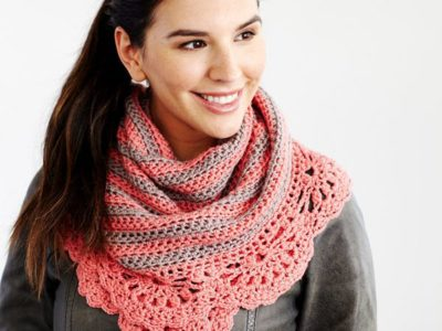 crochet CHIC AND STRONG CRESCENT SHAWL free pattern