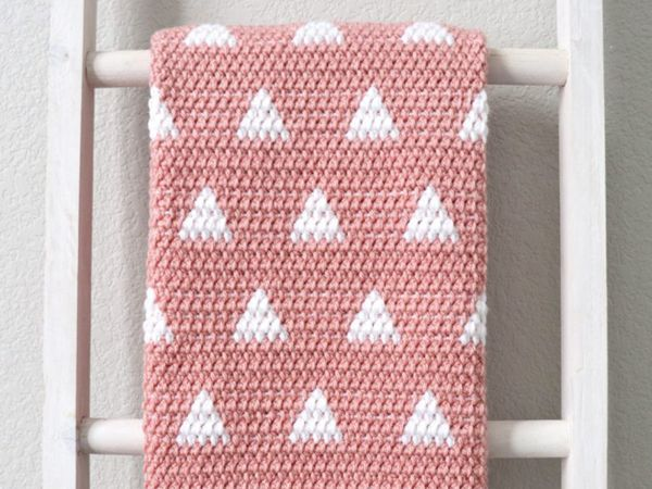 Crochet Triangles Baby Blanket free pattern