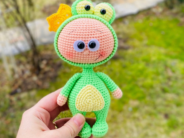 crochet Mini Bonnie with Frog Costume easy pattern