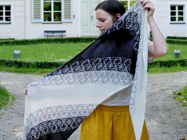 Monochrome Bias Crochet Wrap free pattern