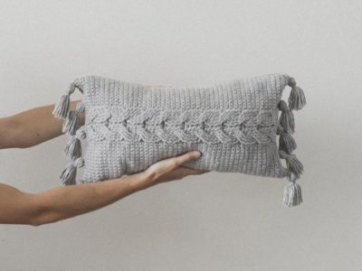 crochet Cabled Throw Pillow easy pattern