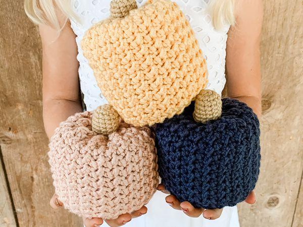 crochet Farmhouse Pumpkin free pattern