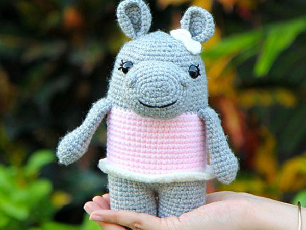 crochet Hattie the Hippo free pattern