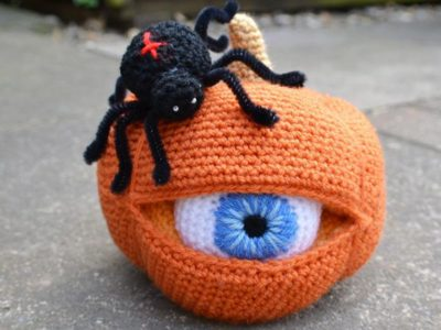 crochet One Eyed Pumpkin easy pattern