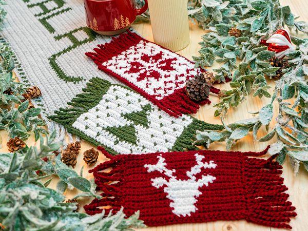 crochet Holiday Mug Rug free pattern