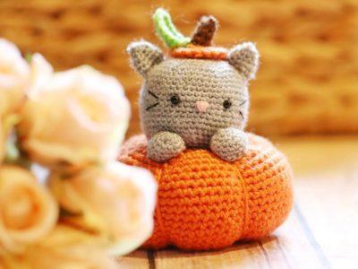 crochet Secret the Pumpkitten free pattern