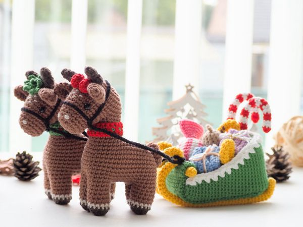 crochet Christmas Reindeers with Sleigh easy pattern