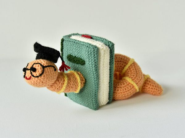 crochet Bookworm Amigurumi easy pattern