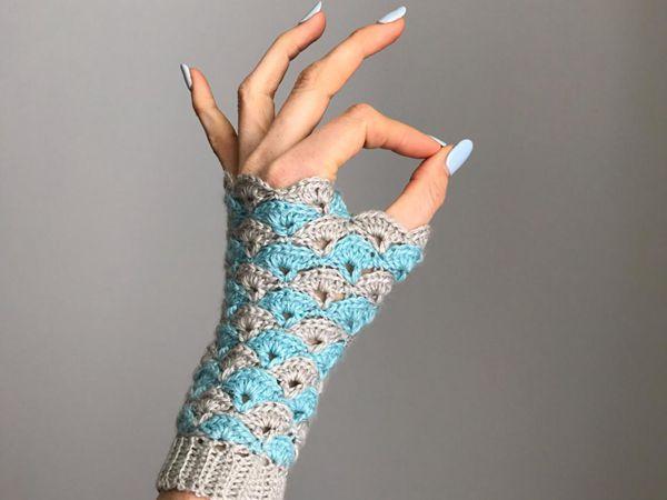 crochet Shell We Dance Fingerless Gloves easy pattern
