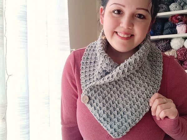 crochet The Fleur Neckwarmer free pattern