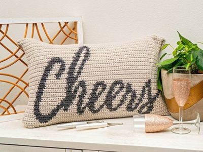 CHEERS CROCHET PILLOW free pattern