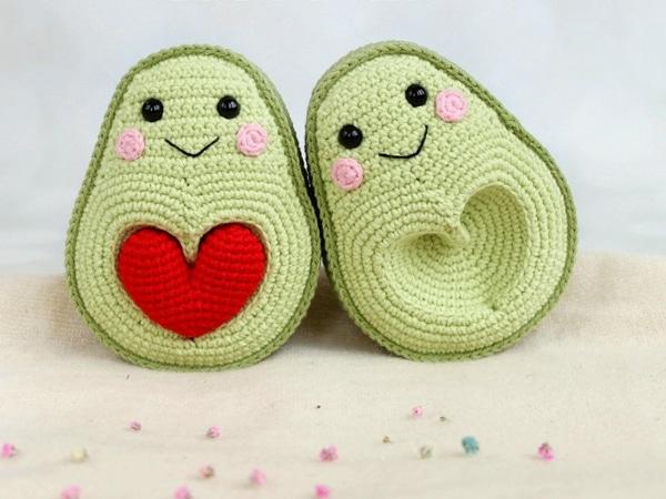 crochet Avocado with Heart Seed easy pattern