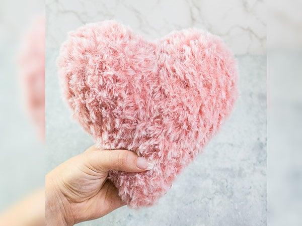 crochet Faux Fur Heart free pattern