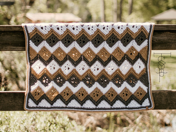 crochet Meandering Paw Prints Chevron free pattern