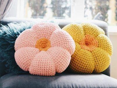 crochet The Retro Throw Pillow free pattern