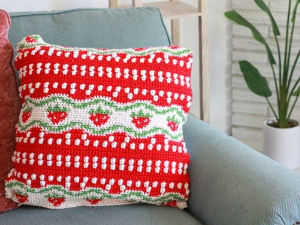 crochet Strawberry Fields Pillow free pattern