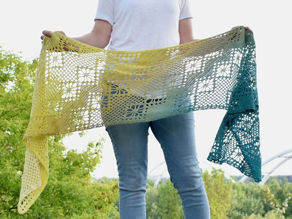 crochet Zarina Diagonal Scarf free pattern