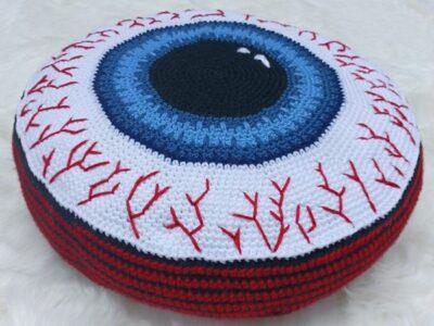 crochet Eyeball Pillow easy pattern