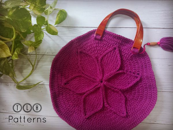 crochet Handbag with textured flower free pattern