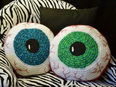 crochet Bloodshot Eyeball Pillow free pattern