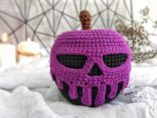 crochet Poisoned Apple Toy easy pattern