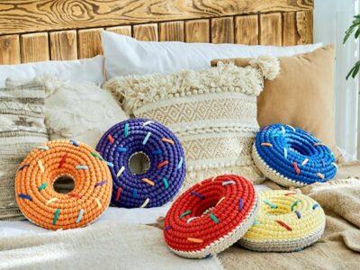 crochet Donut Pillow easy pattern